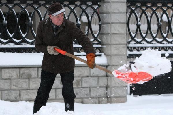 Žiema Kaune: kodėl gyventojai sniegą meta ant gatvės?