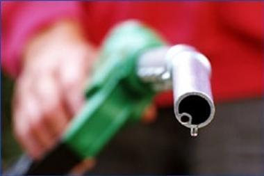 Siūlo galvoti apie akcizų benzinui mažinimą
