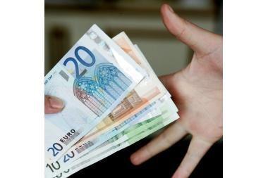 Euro zonos einamosios sąskaitos deficitas sausį žymiai sumažėjo