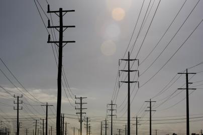 Rytų Lietuvoje be elektros - 5 tūkst., Vakarų - 8 tūkst. vartotojų