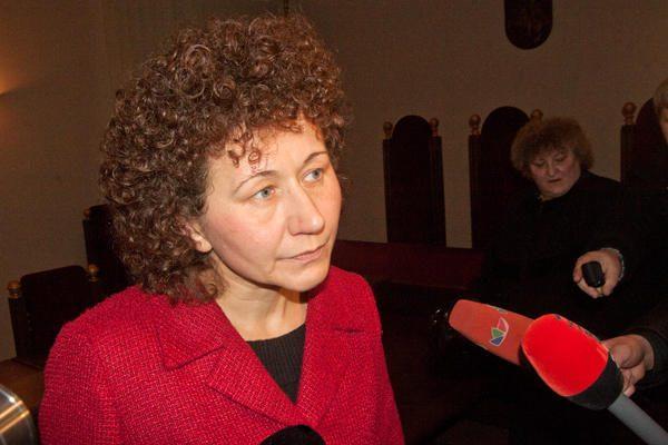 Teismas buvusią Seimo kasininkę R.Petkelienę siunčia už grotų