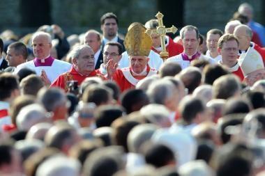 Popiežius aukojo mišias Lurde