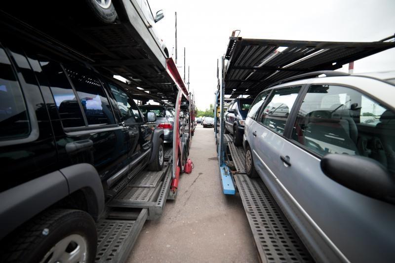 Vilniečių pora užsuko milijoninį naudotų automobilių šešėlinį verslą