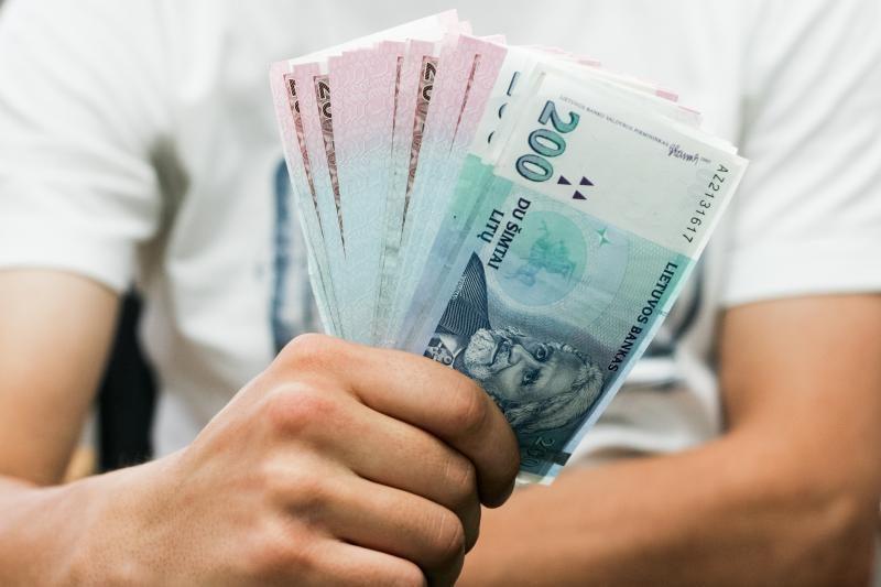 Išlaidoms už komunalines paslaugas tenka atseikėti trečdalį algos