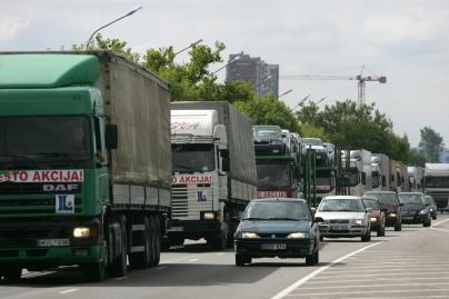 Vežėjai gabena vis mažiau krovinių
