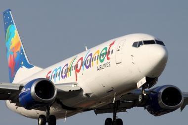 """""""Small Planet Airlines"""" skraidins poilsiautojus britus ir airius"""