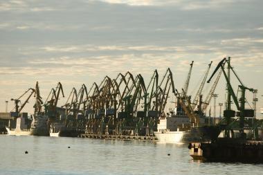 Kinai veržiasi į Klaipėdą, uoste darosi neramu