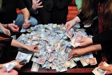 """""""Vilniaus baldų"""" valdyba siūlo nemokėti dividendų"""