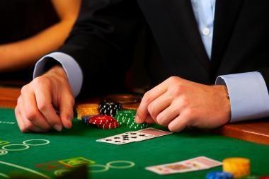 Azartinių lošimų organizatoriai ragina įteisinti lošimą internete