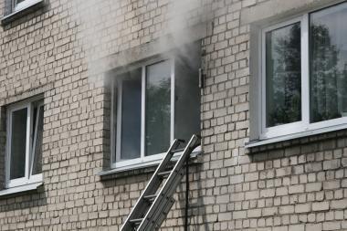 Kilus gaisrui sudegė moteris
