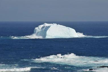 Grenlandijoje atskilo milžiniškas ledkalnis
