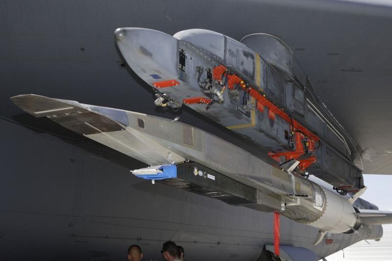 Viršgarsinis lėktuvas subyrėjo per bandomąjį skrydį