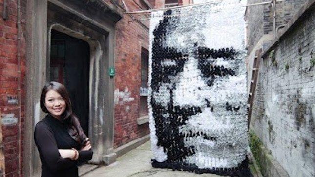 Kinijos menininkė portretą sukūrė iš 750 porų kojinių
