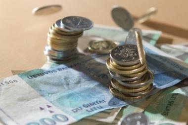 Vyriausybė svarsto, kaip mažinti atsiskaitymus grynaisiais pinigais