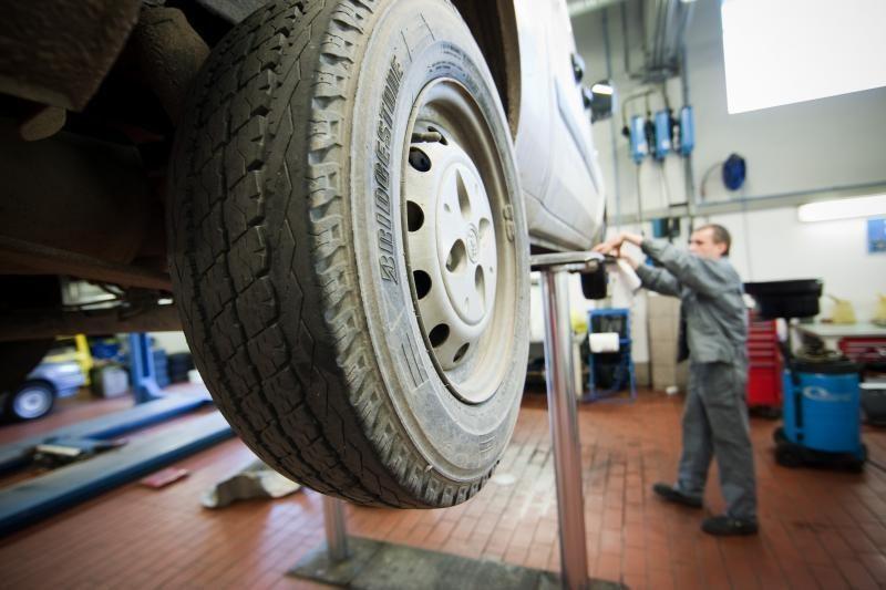 Ketvirtadalis vairuotojų važinėja be draudimo ir techninės apžiūros
