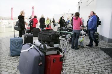 Tėvų ašaros: iš 16 užaugintų vaikų dešimt jau emigravo į užsienį