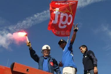 Prancūzija: dėl streikų tenka importuoti elektros energiją