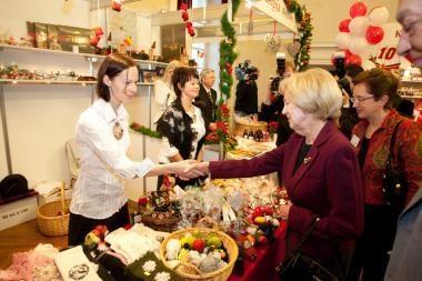 Tarptautinė kalėdinė labdaros mugė pranoko lūkesčius (atnaujinta)