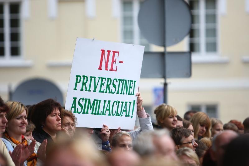"""""""Newsweek"""" sukritikavo Lietuvos lenkų politikus"""