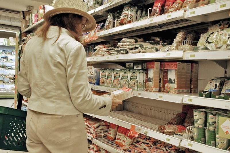 Apklausa: kainų didėjimas pakeitė šeimų vartojimo įpročius