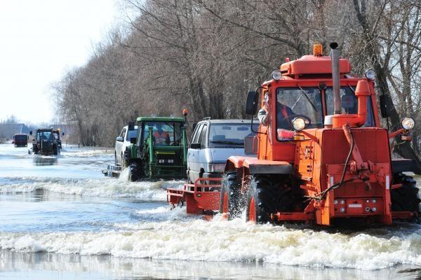Potvynis pamaryje: nutraukiamas mašinų kėlimas į Rusnę