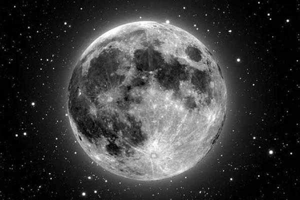 Pajūryje pastebėtas neįprastai didelis Mėnulis – tik optinė apgaulė