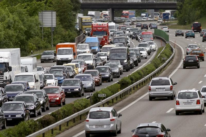 Įregistruotų ir eksploatuojamų lengvųjų automobilių parkas didėja