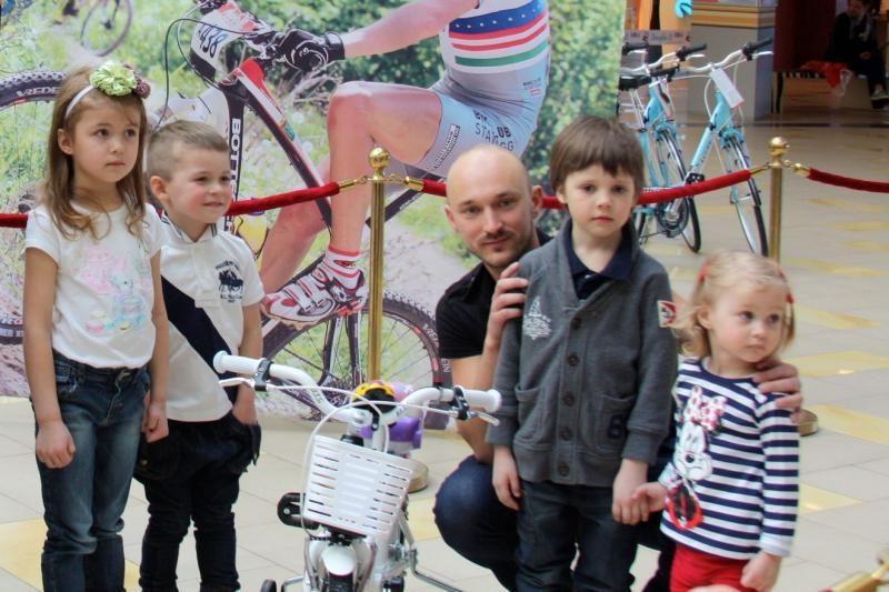Vaikų dviračių lenktynės patraukė ir žinomų Lietuvos žmonių dėmesį