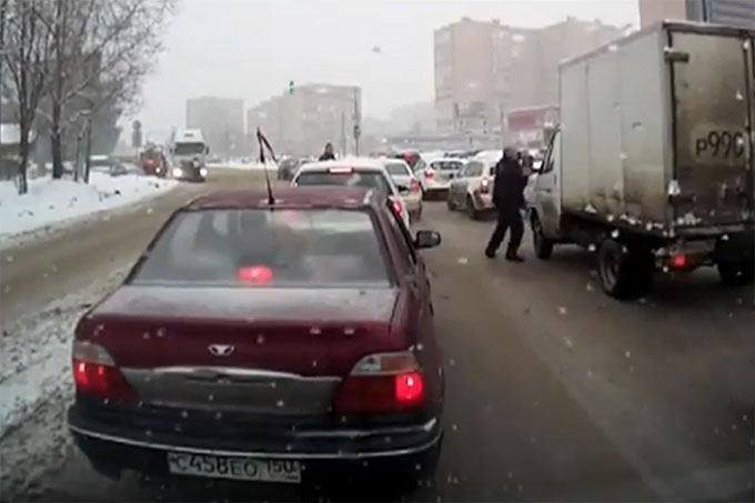 Kuriozinis sunkvežimių vairuotojų konfliktas