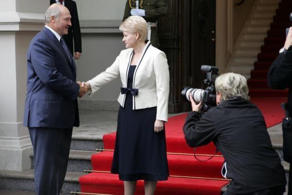 D.Grybauskaitė pakvietė A.Lukašenką į Kovo 11-osios iškilmes