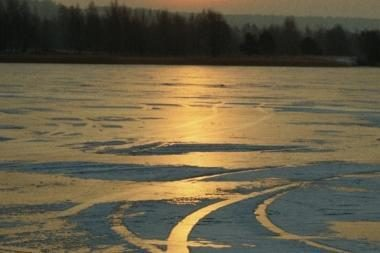 Pasivažinėjimas mašina ant ledo kainavo gyvybę