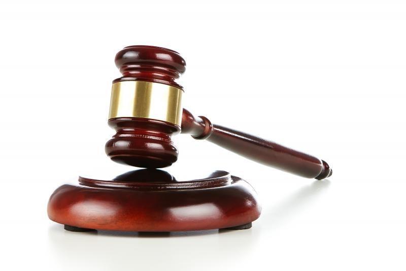 Teismas nubaudė kratą trukdžiusį atlikti direktoriaus pavaduotoją