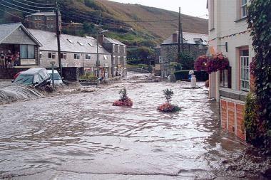 Kornvalis apsemtas, įspėjama apie naujus potvynius