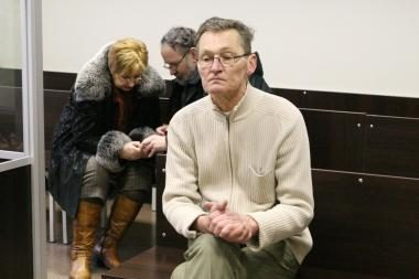 Morgo sanitaras dėl gautos šimtinės teisinasi teisme
