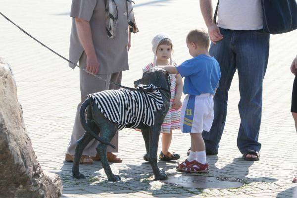 Laivų paradas: berniukas su šuneliu pakeitė įvaizdį