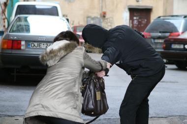 Paros įvykiai Kaune: atsiskaitinėjo vogtomis kortelėmis, bandė apgauti draudikus