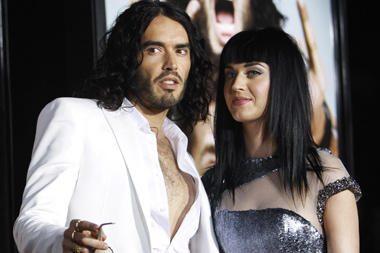 K.Perry ir R.Brandas išsirinko lateksinius vestuvinius kostiumus