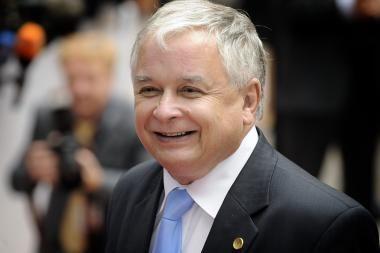 Lenkai nepasitiki prezidentu ir bijo euro įvedimo