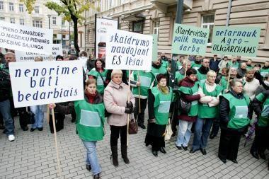 Prie Žemės ūkio ministerijos - protestas prieš pieno perdirbimo gamyklą