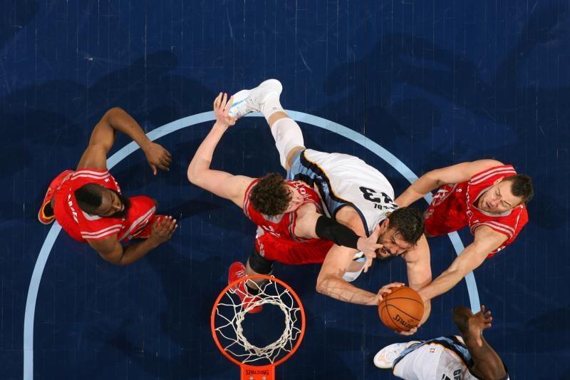 """D. Motiejūnas iš """"Rockets"""" krepšininkų žaidė rezultatyviausiai"""