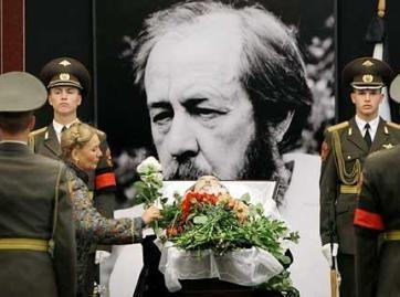 Rusija atsisveikino su rašytoju A.Solženicynu