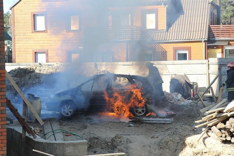 Klaipėdoje ir Palangoje degė automobiliai (papildyta)