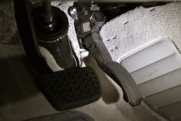 """""""Toyota"""" žinojo pedalų problemas, bet slėpė 3,5 metų"""