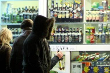 """""""Darbiečiai"""" blokuoja siūlymą ilginti prekybos alkoholiu laiką"""