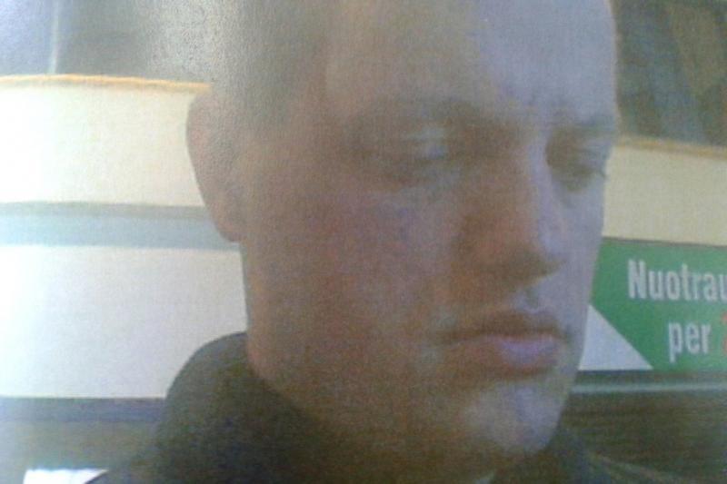 Policija ieško įtariamojo, pasinaudojusio svetima banko kortele