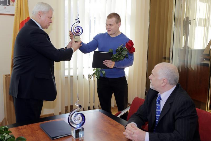 Sunkiaatletį Ž. Stanulį pagerbė Klaipėdos vadovai