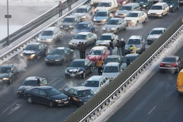 Geležinio Vilko gatvėje susidūrė keliolika automobilių