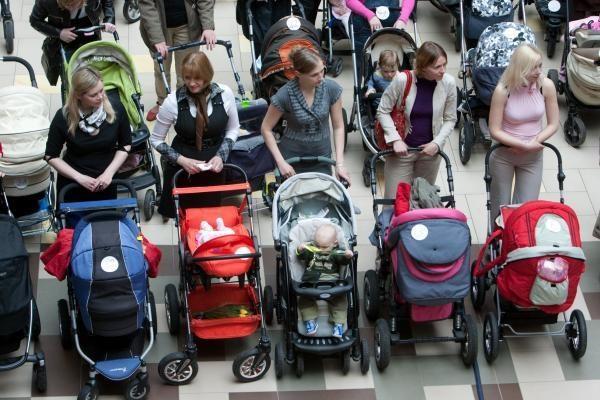 Mamos su vežimėliais siekė rekordo