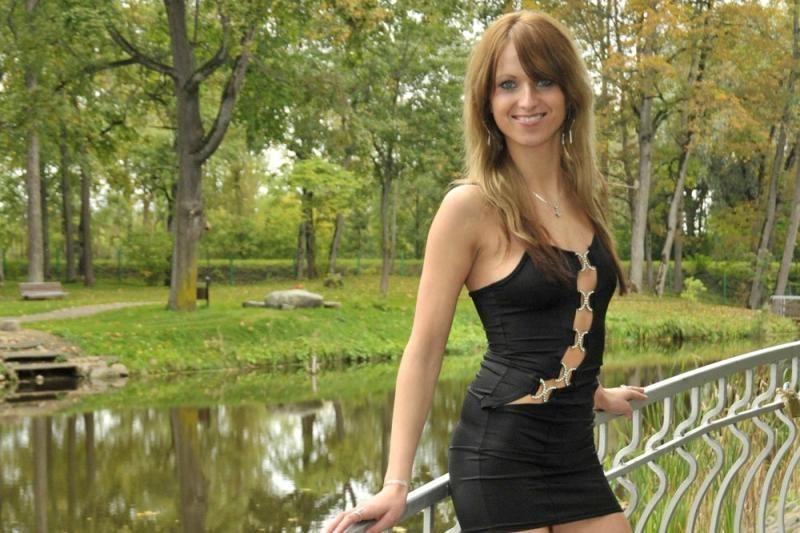 Daiva iš Šilalės Radžį pritrenkė įspūdinga suknele už 80 litų