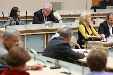 Ką daryti su posėdžių nelankančiais tarybos nariais?